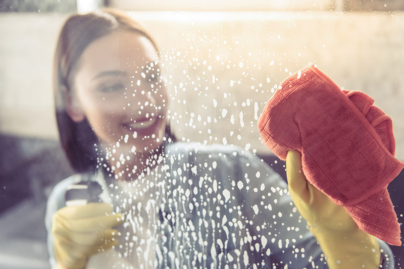 Clean shower screens
